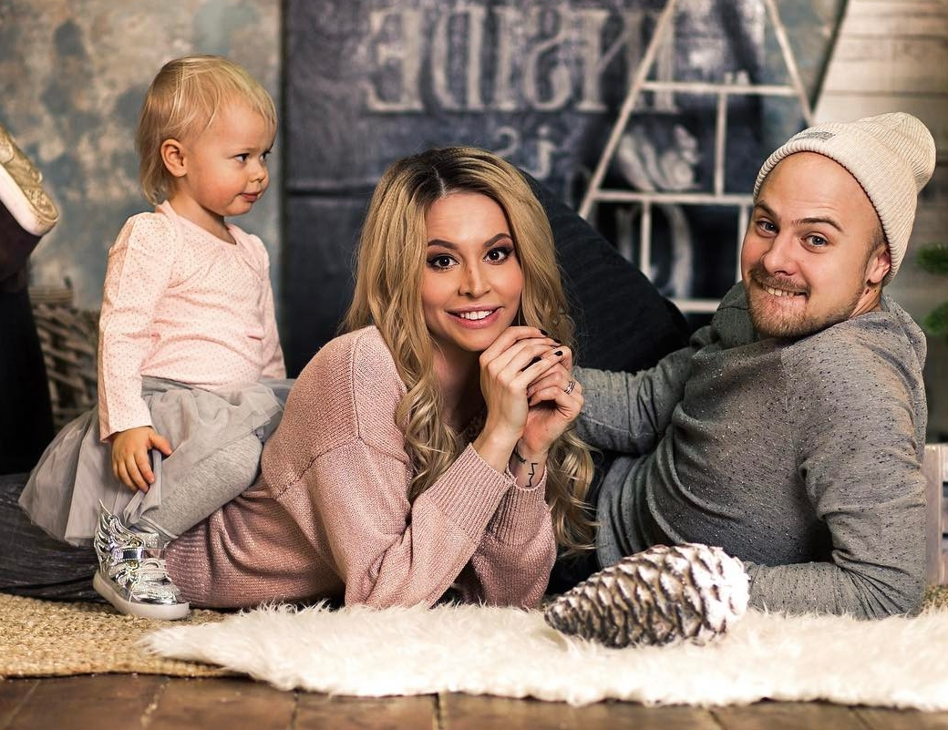Натали Неведрова и ее муж Евгений Машков и дочка Мари-Николь