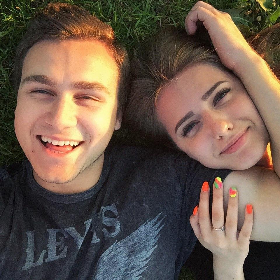 николай соболев и его девушка