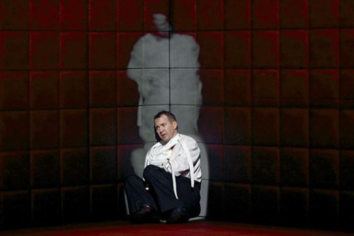 Евгений Миронов в спектакле Гамлет. Коллаж