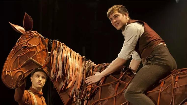коди фёрн в пьесе Боевой конь