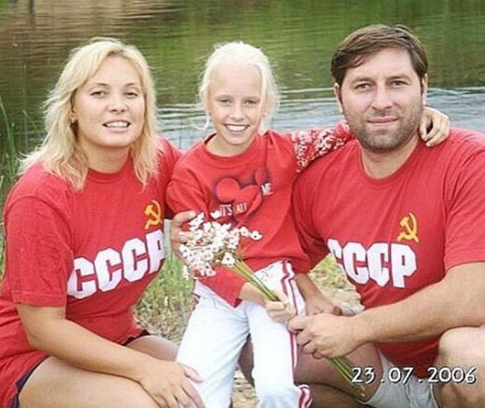 Яна Кудрявцева с родителями