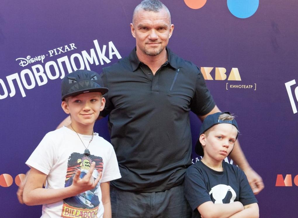 Владимир Епифанцев с детьми