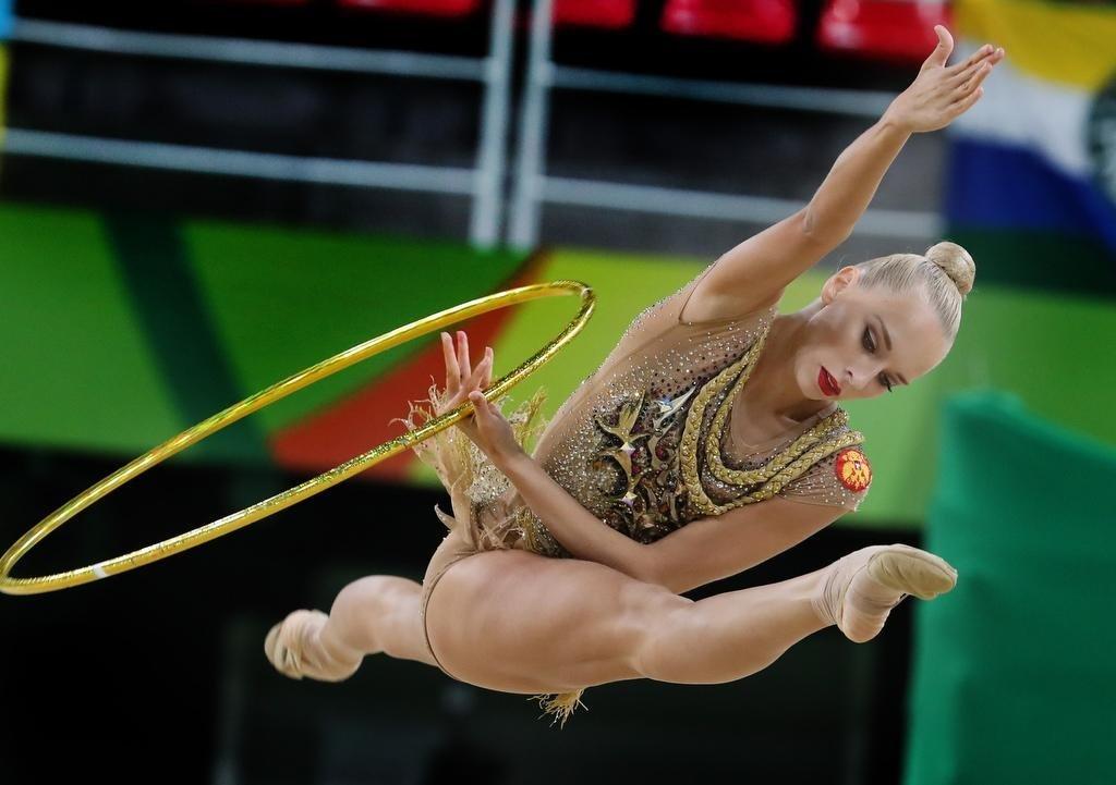 Яна Кудрявцева с обручем