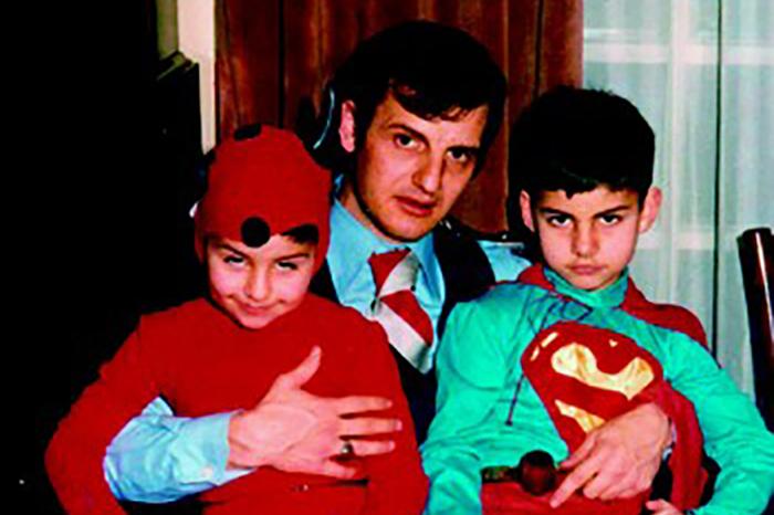 Теодор Курентзис в детстве c братом и отцом