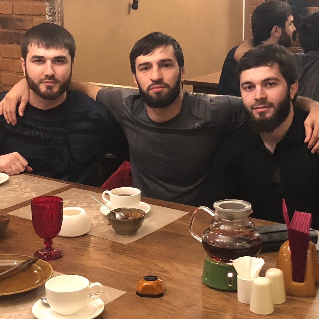 Зубайра Тухугов с друзьями