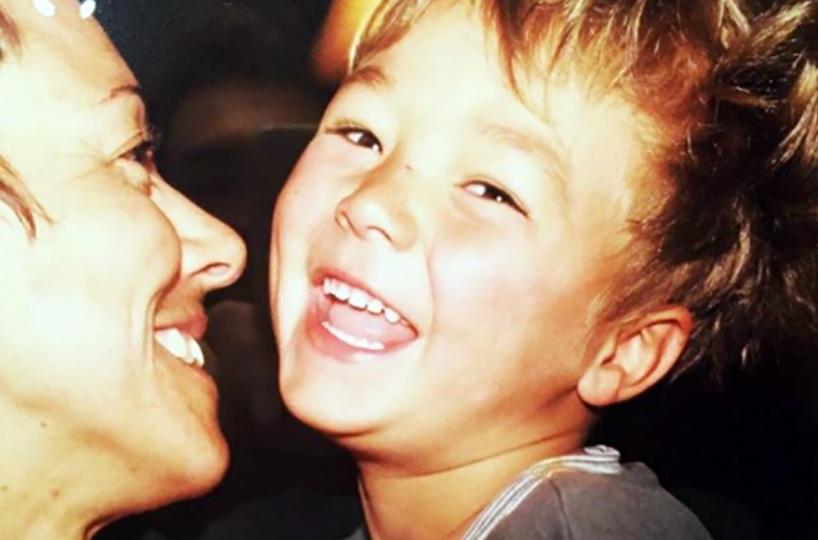 Гийом Сизерон в детстве и его мама