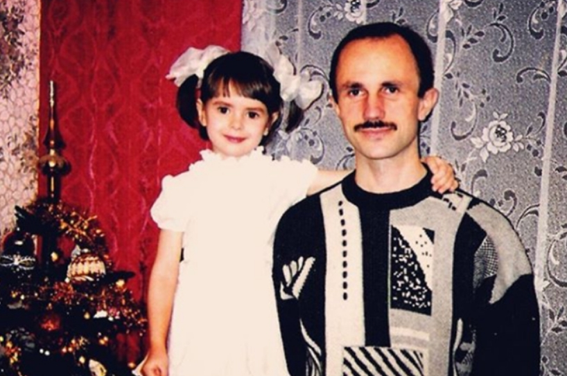 Наталья Забияко в детстве с отцом