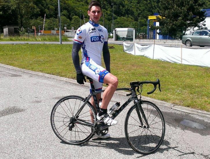 морган сипре  на велосипеде