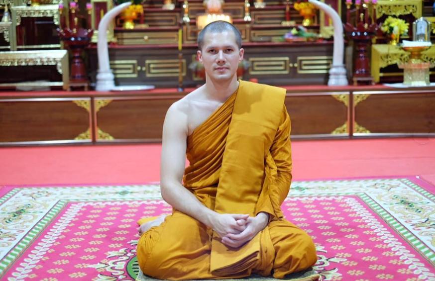 Мик Тонрая монах