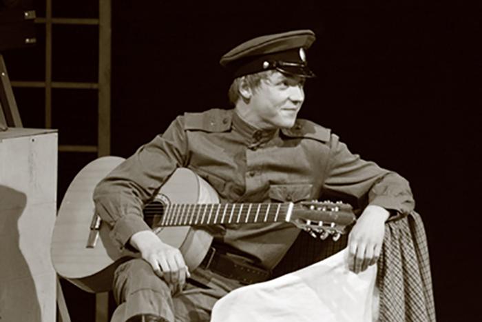 Тимофей Каратаев в учебном спектакле
