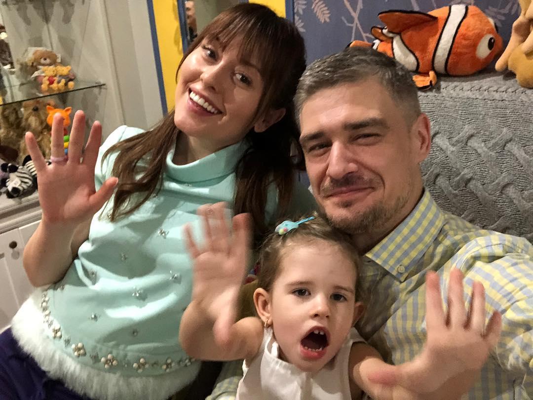 мария кравченко с мужем и дочкой