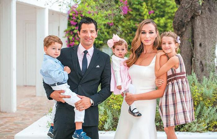 сакис рувас с женой и детьми