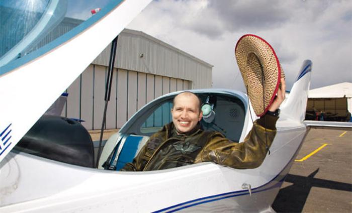 Сергей Бурунов на самолете