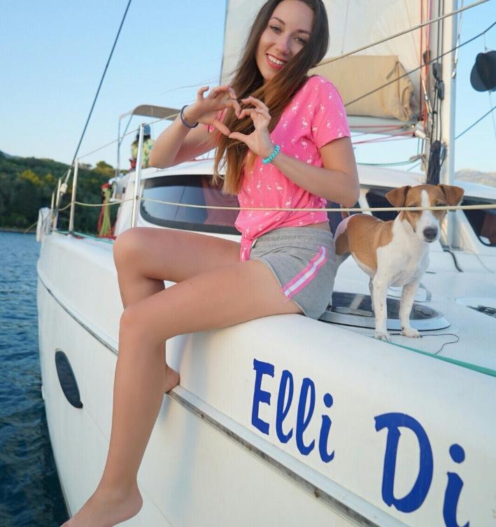 элли ди на яхте