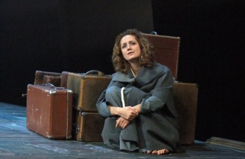 Виктория Исакова в спектакле