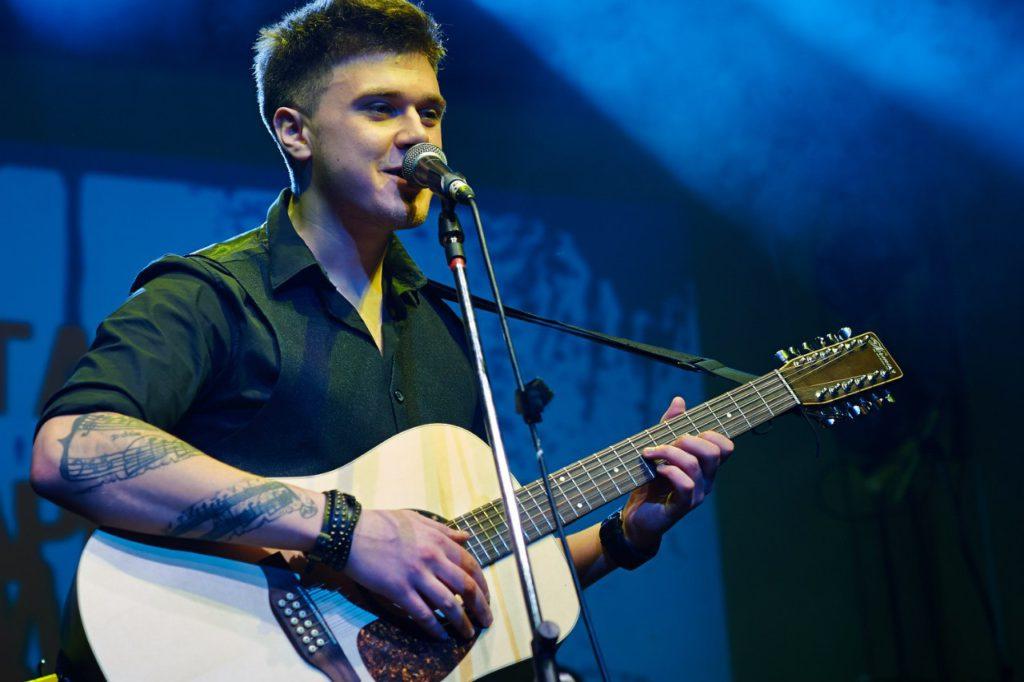 певец Кирилл Нечаев