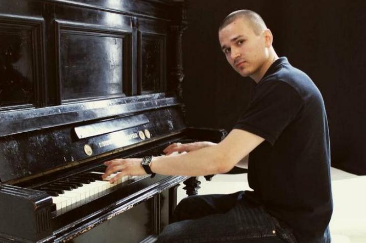 T1one с пианино