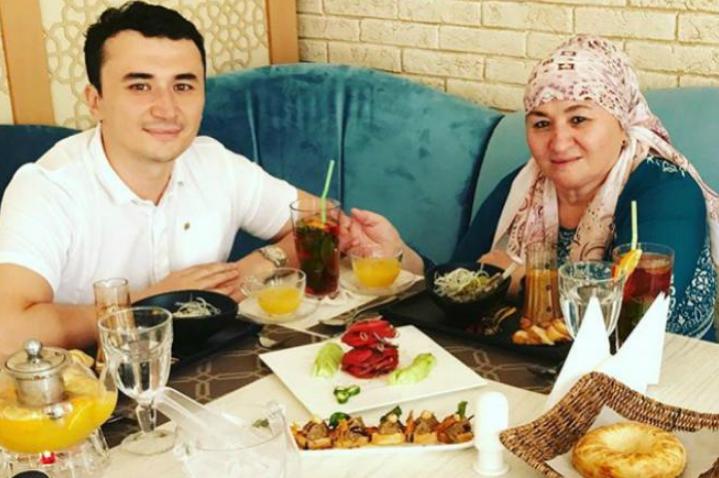 Улугбек Рахматуллаев с мамой