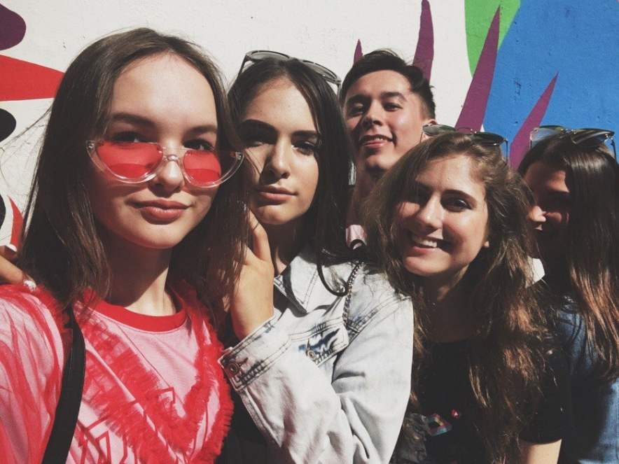 арина данилова с друзьями