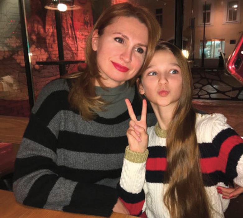 Лиза Анохина и её мама ( Родители )