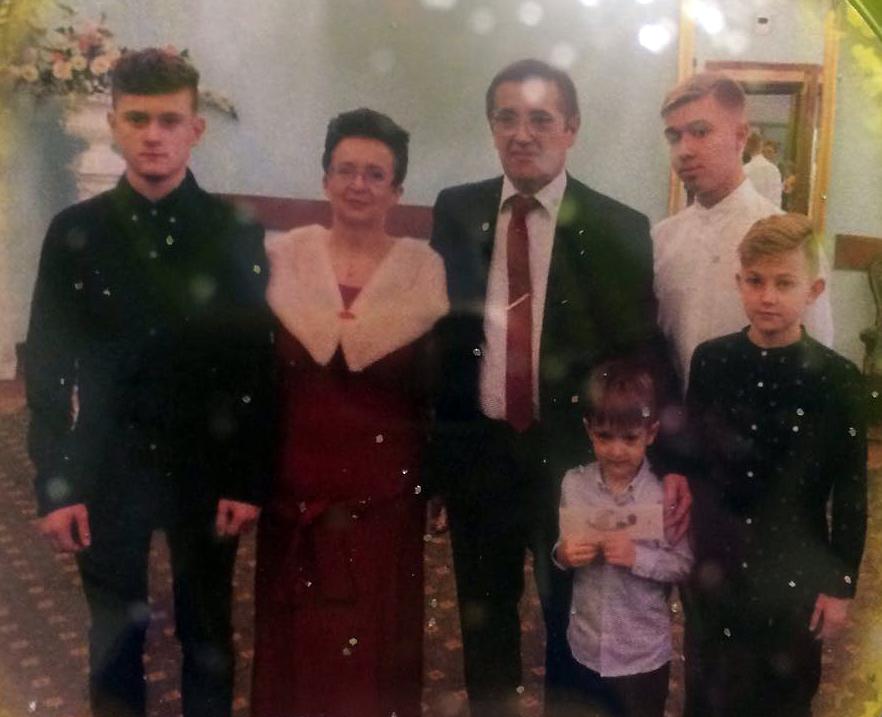 Ольга Шишова с мужем и внуками