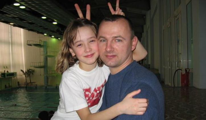 Ирина Титова в детстве с отцом