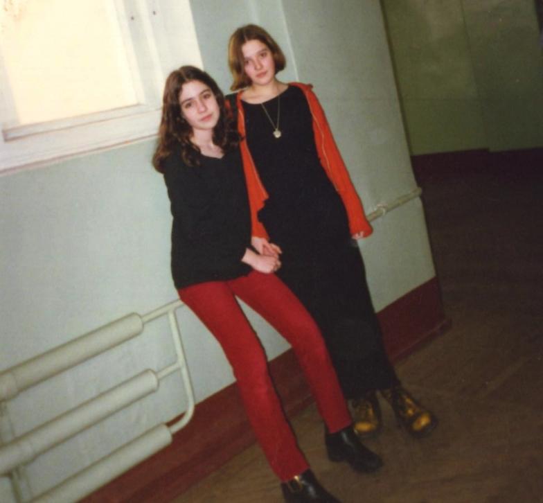 Маша Зайцева с подругой в школьные годы