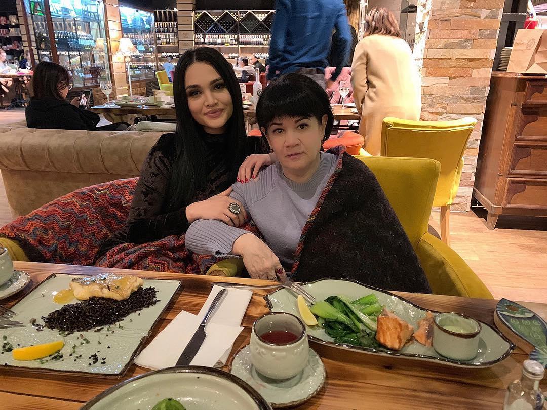 Луиза Расулова с мамой