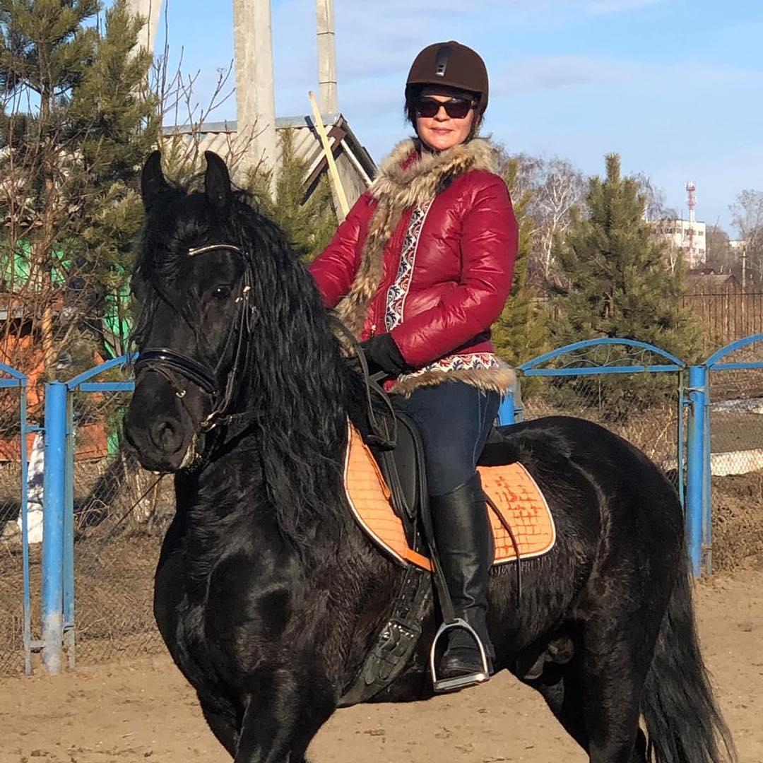 анна цивилева на конной прогулке