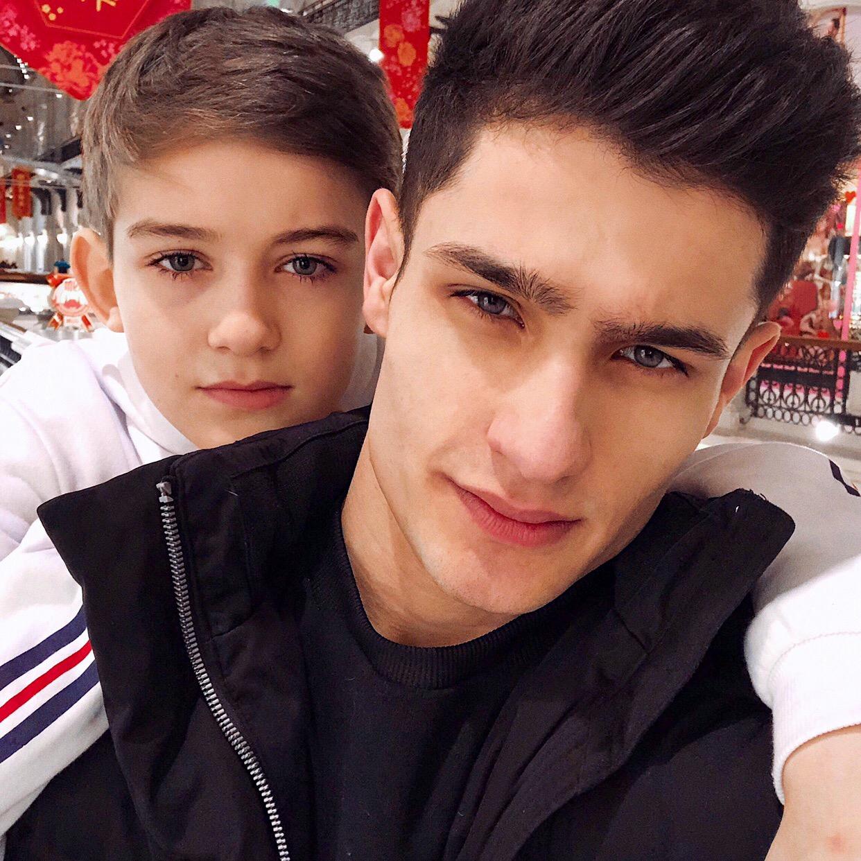 Лео Маликов с братом