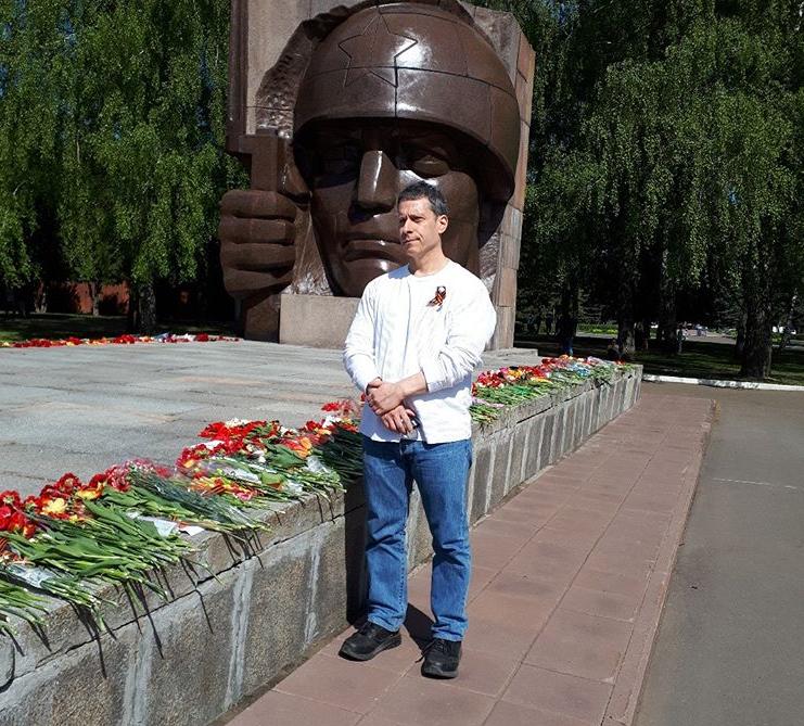 майкл бом в россии