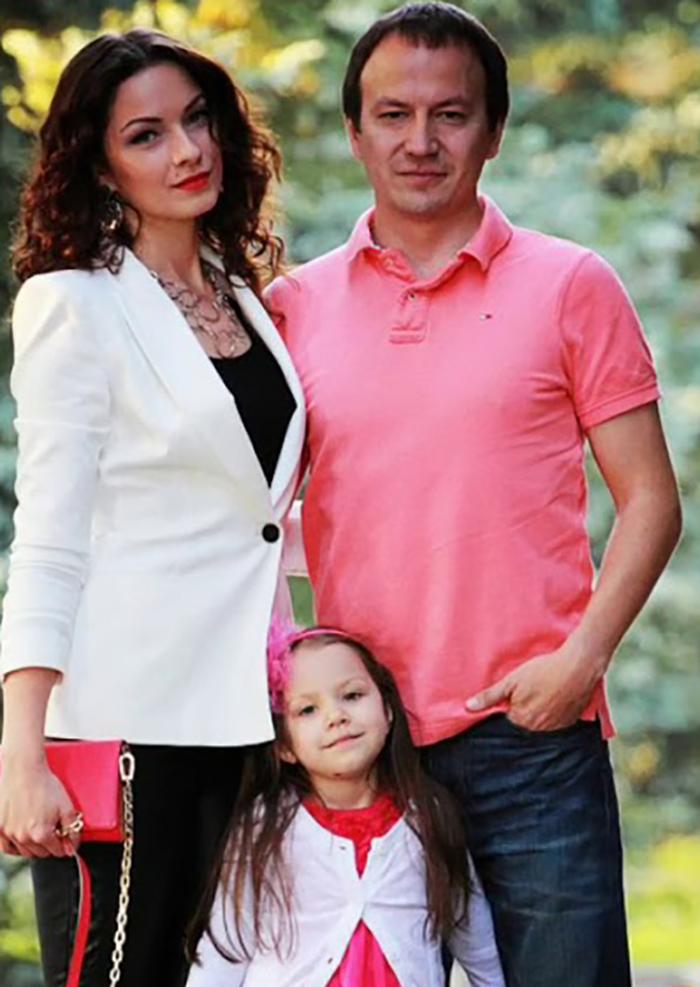 Вика Соловьева с родителями