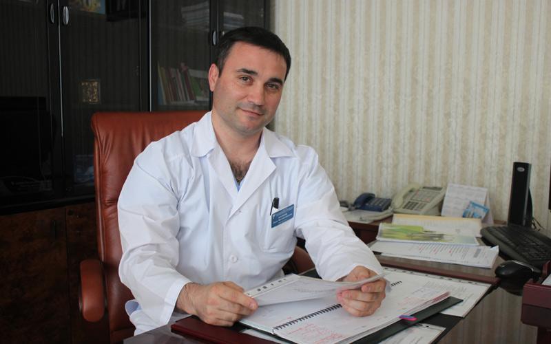 Хирург Олег Маркин