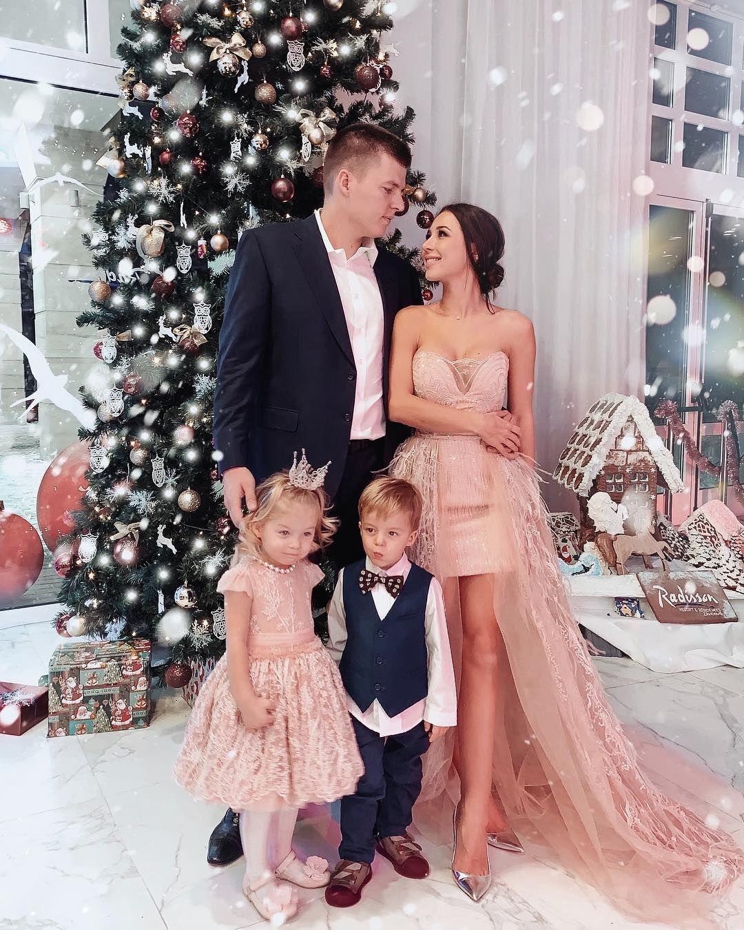 Валерия Чекалина с семьей