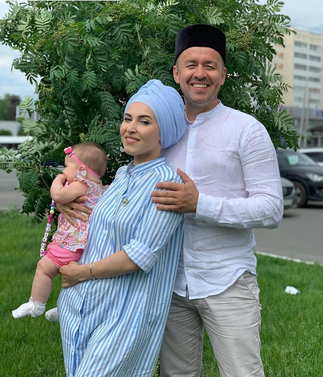 Гузэлем с мужем и дочкой