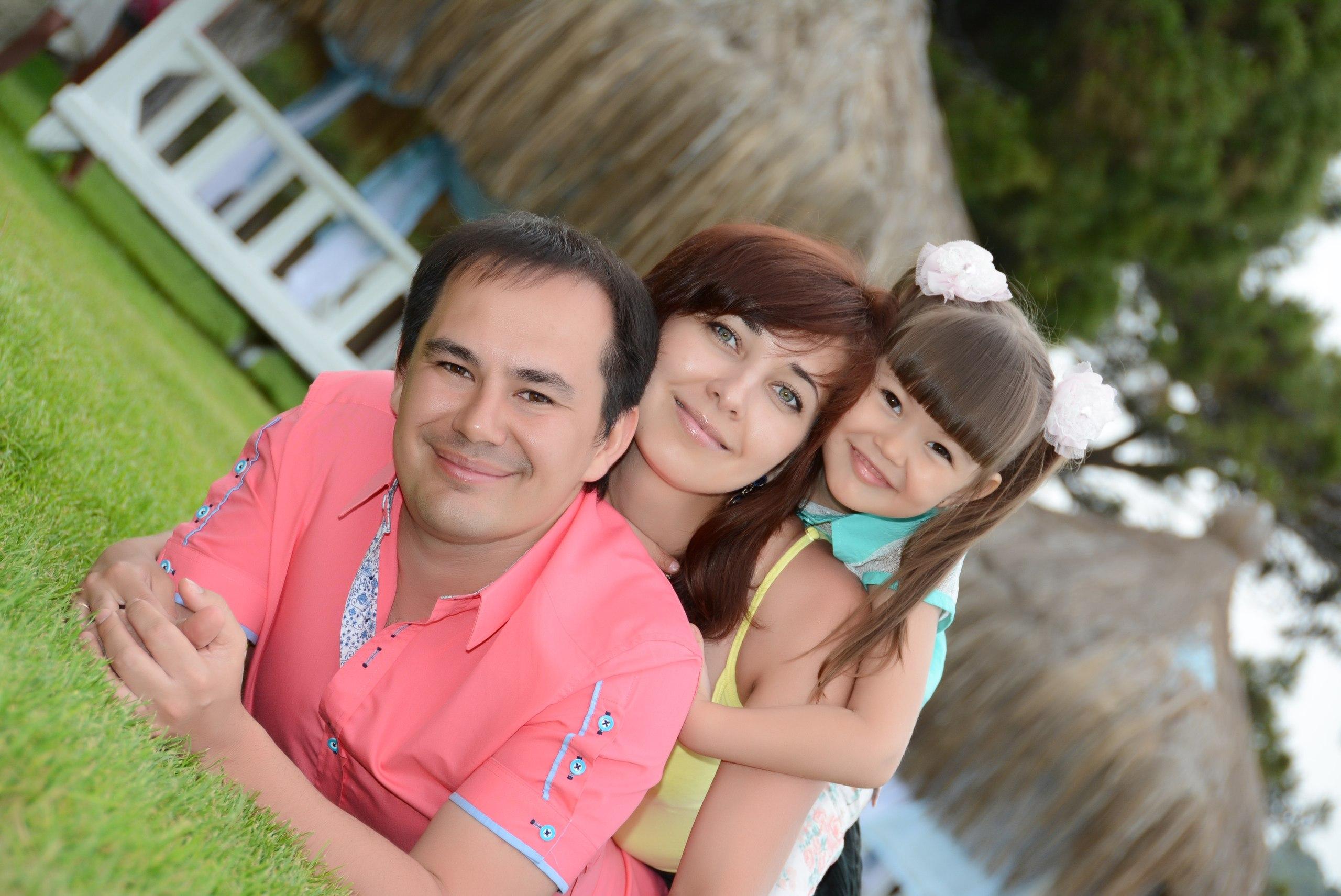 Ильшат Яппаров с женой и дочкой