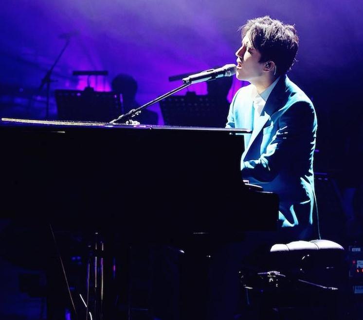 димаш кудайбергенов играет на фортепиано