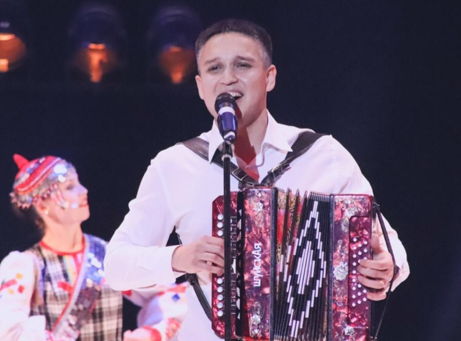 певец денис антипов