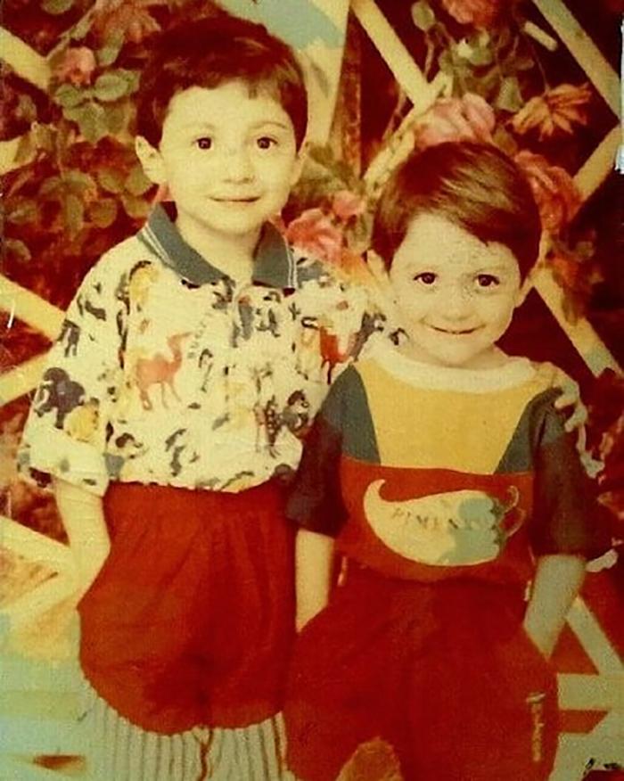 Тамби Масаев в детстве со страшим братом