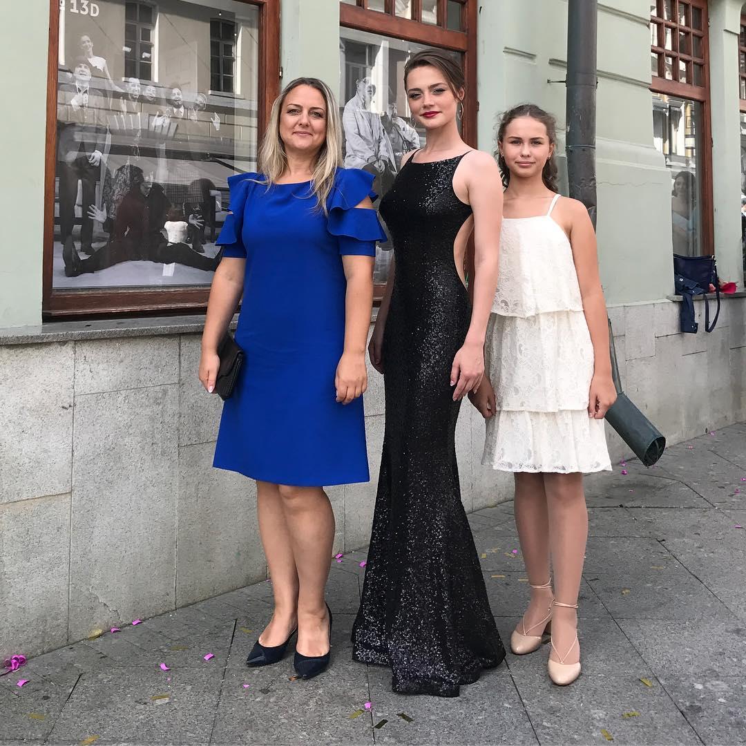 Ангелина Поплавская с мамой и младшей сестрой