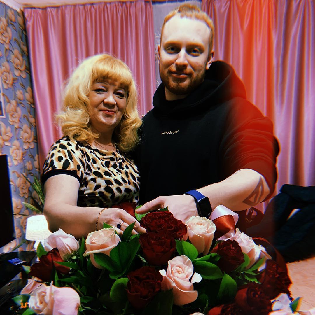 Лёша Свик с мамой