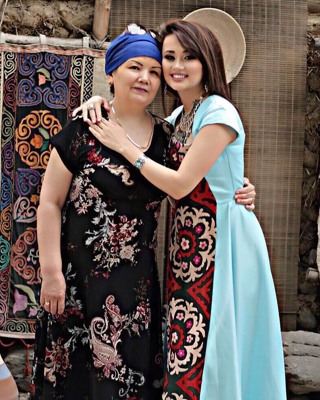 Асель Кадырбекова с мамой