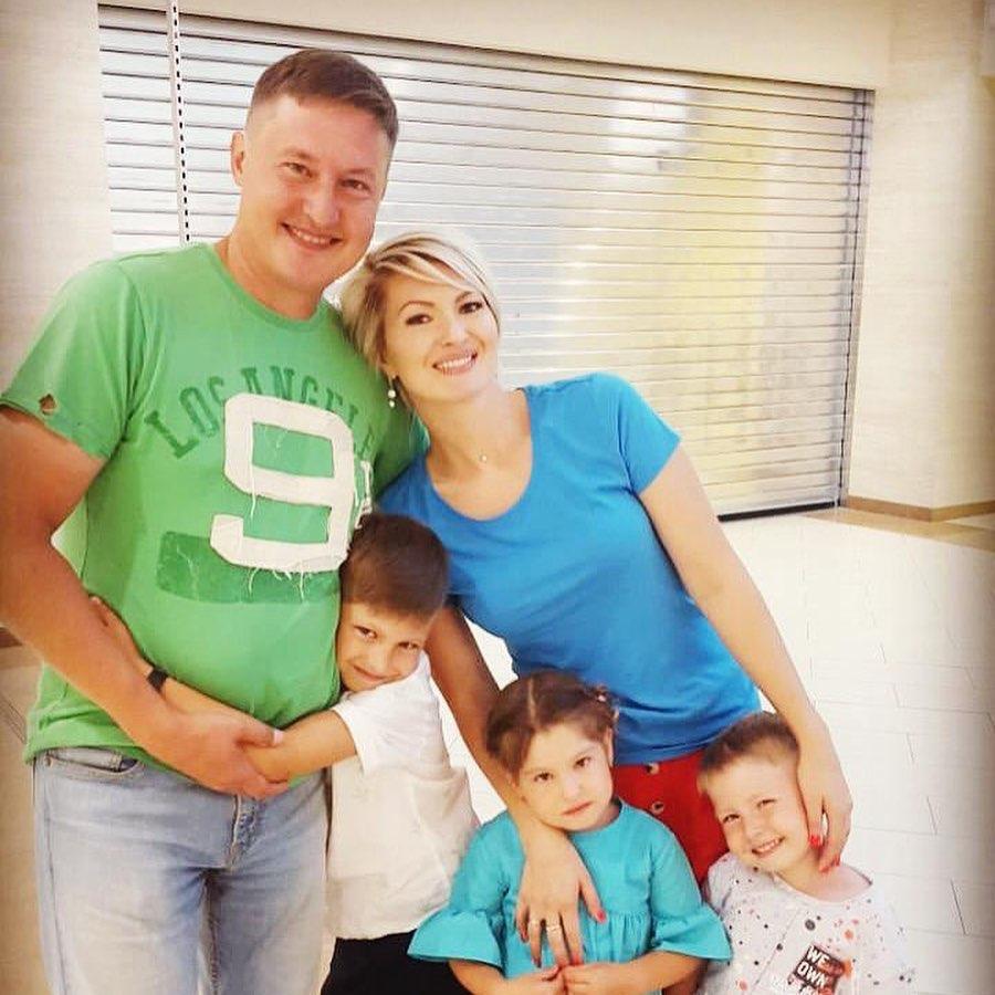 Ландыш Нигматжанова с мужем и детьми