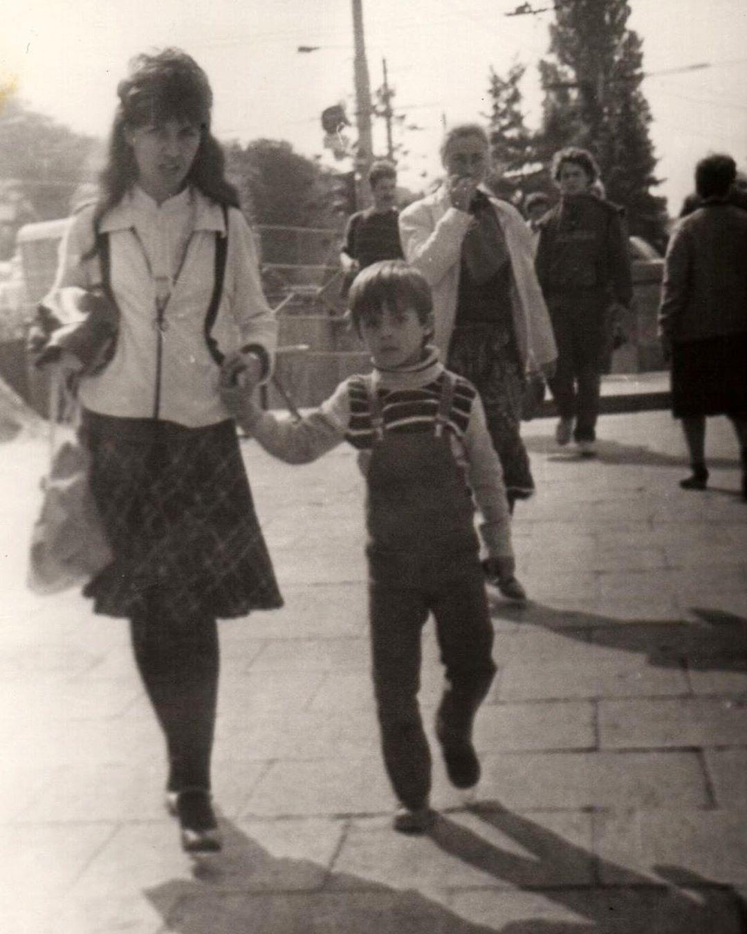 Кирилл Туриченко в детстве с мамой