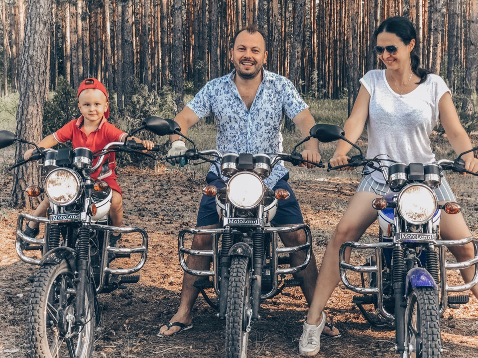 Ярослав Сумишевский с женой Натальей и сыном