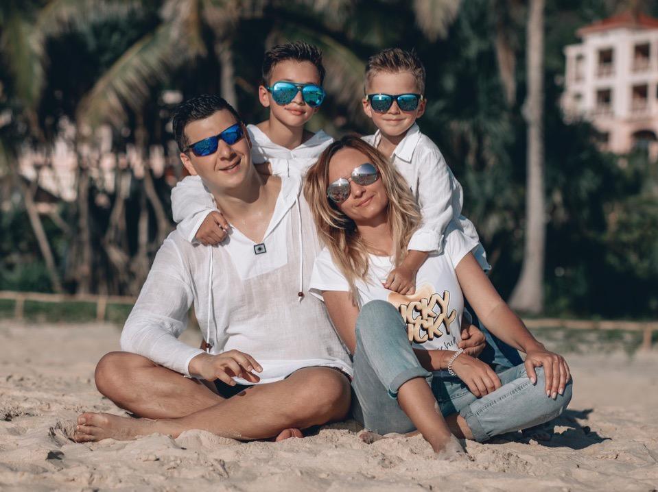 Артур и Давид с родителями