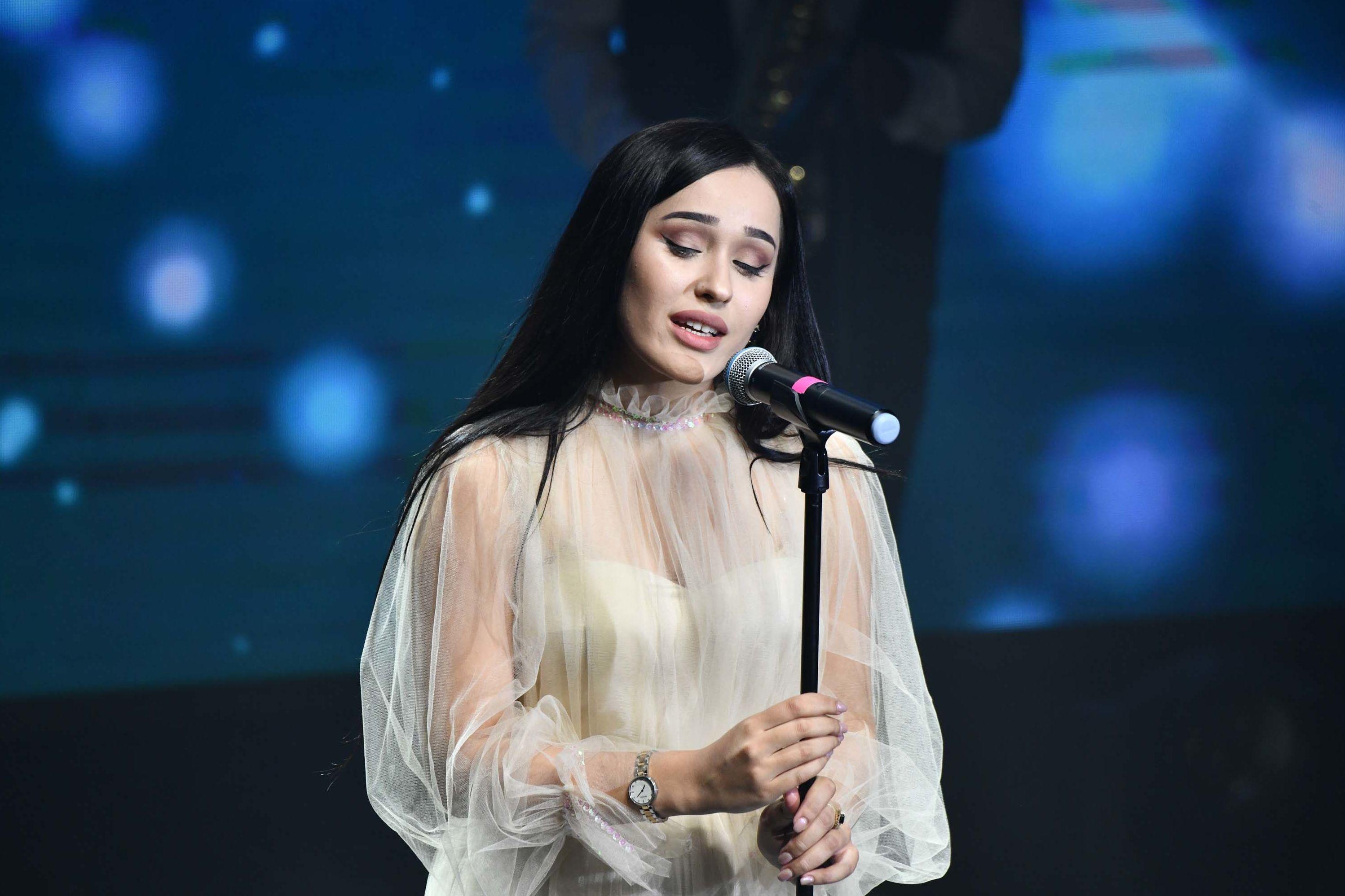 Мадина Акназарова на сцене