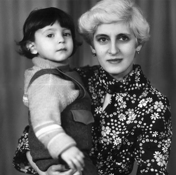 Владимир Зеленский в детстве с мамой