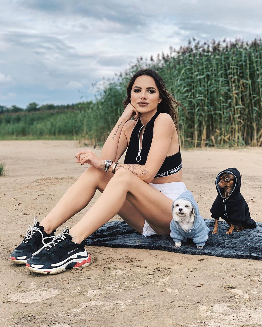 Лиза Шатилова с собаками