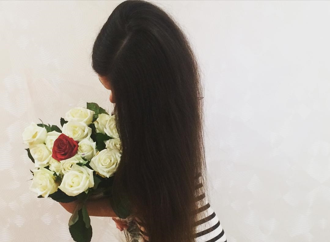 Ангелина Мартемьянова дарит подарок мужу